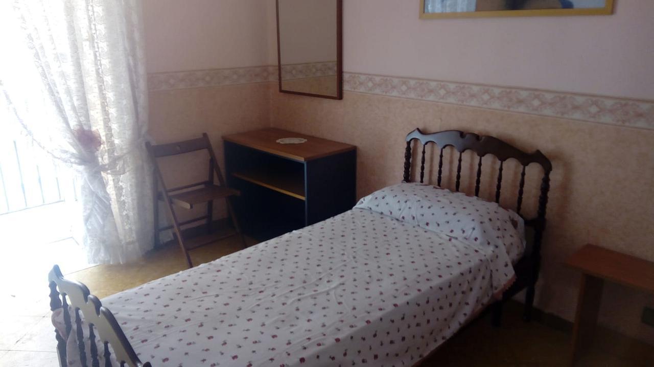 Copertina camera in affitto a Napoli