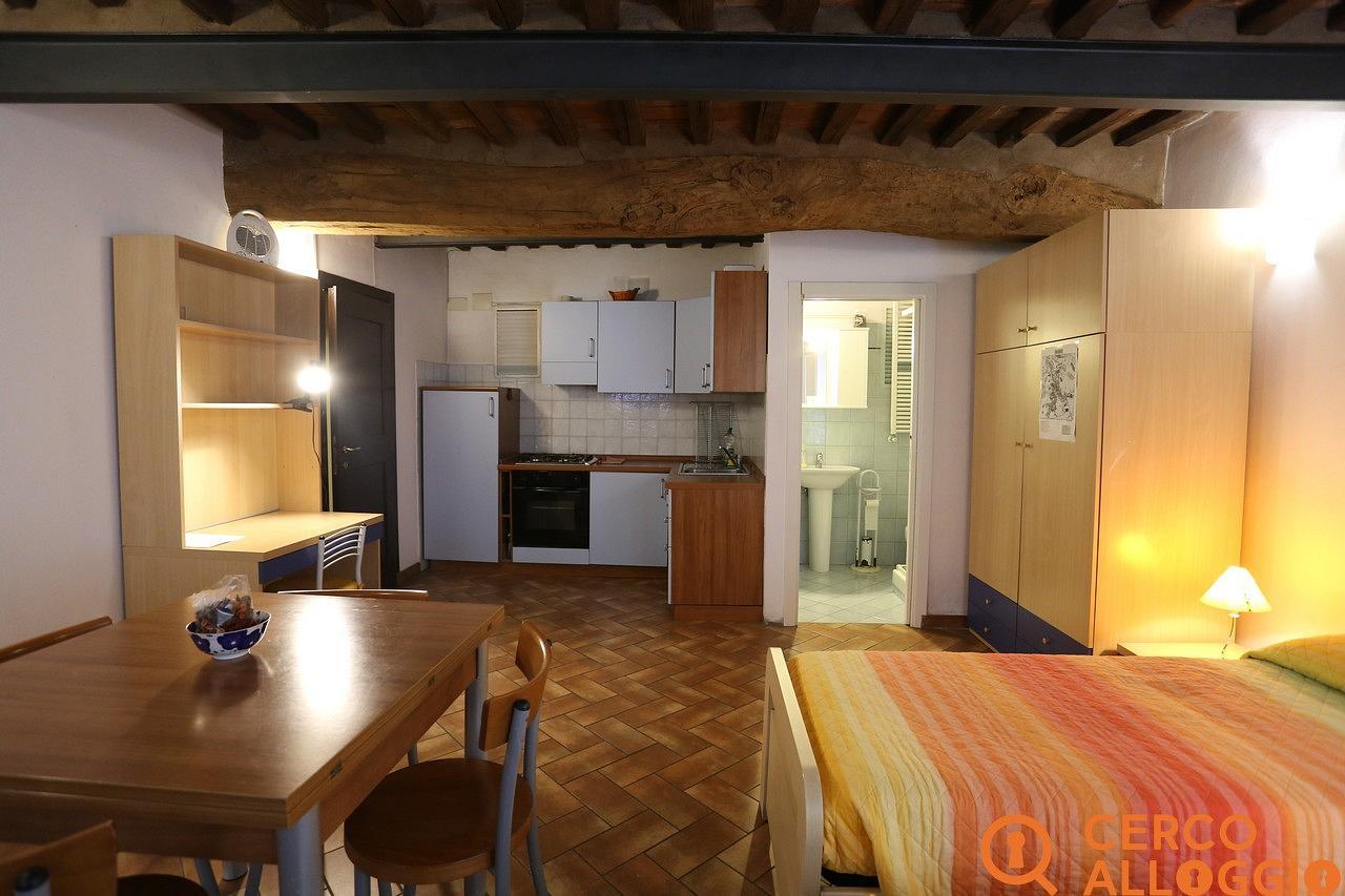 Copertina annuncio affitto in Siena